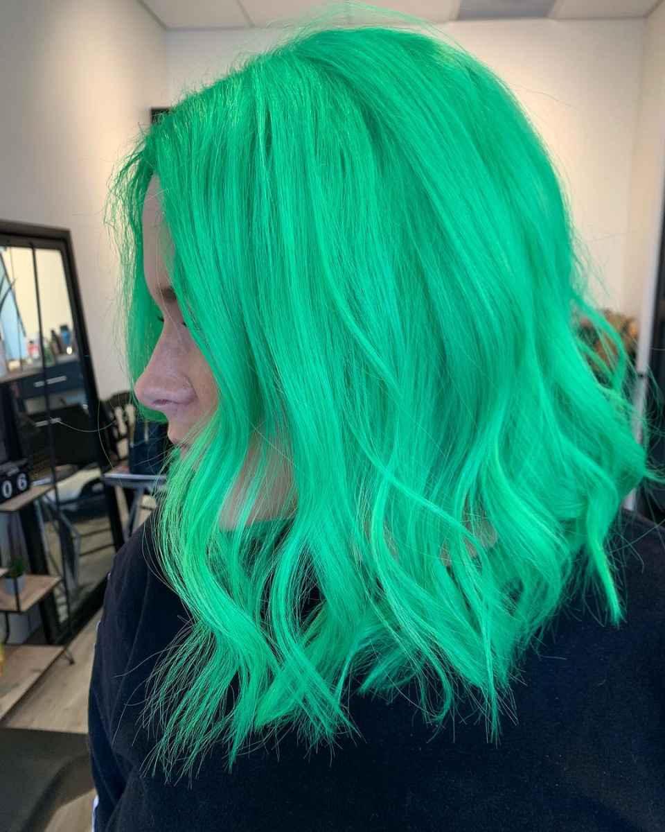 Ярко-зеленый цвет волос