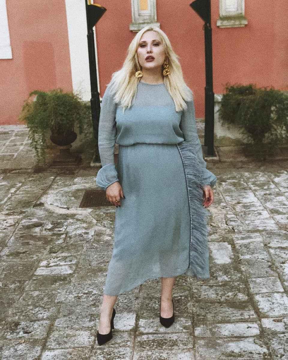 Модные образы для полных женщин фото_35