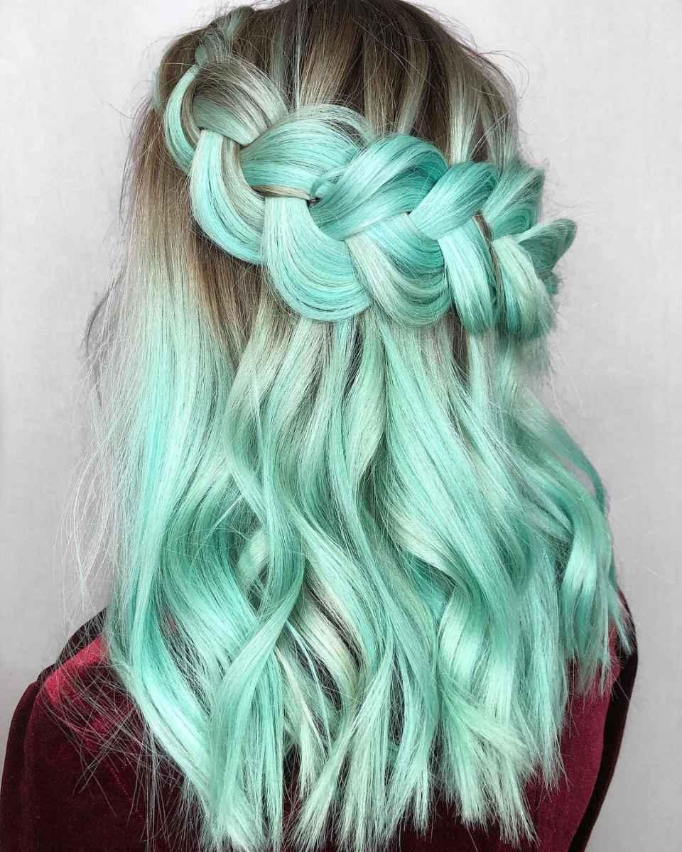Мятно-зеленые оттенки волос