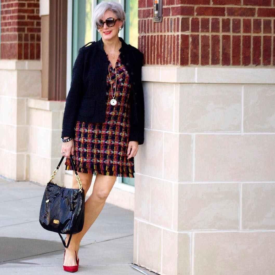 Модные платья для женщин 50 лет осень-зима 2019-2020 фото_33