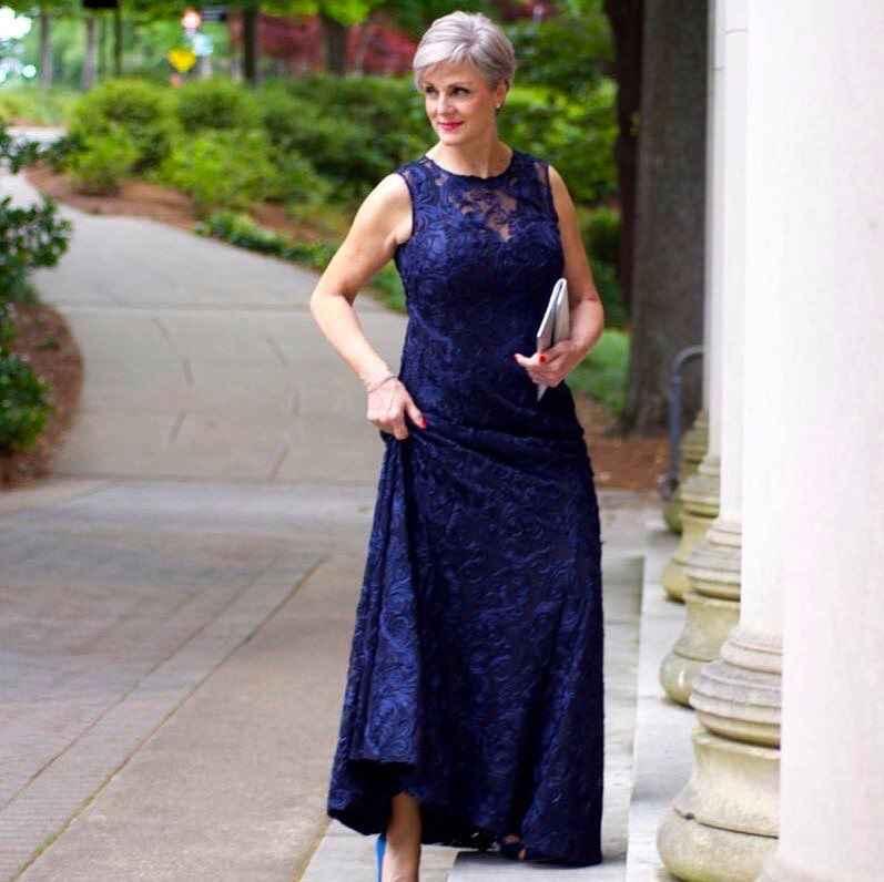 Модные платья для женщин 50 лет осень-зима 2019-2020 фото_30
