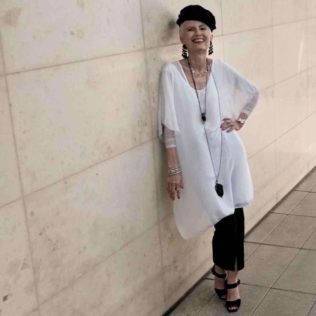 Модные платья для женщин 50 лет осень-зима 2019-2020 фото_18
