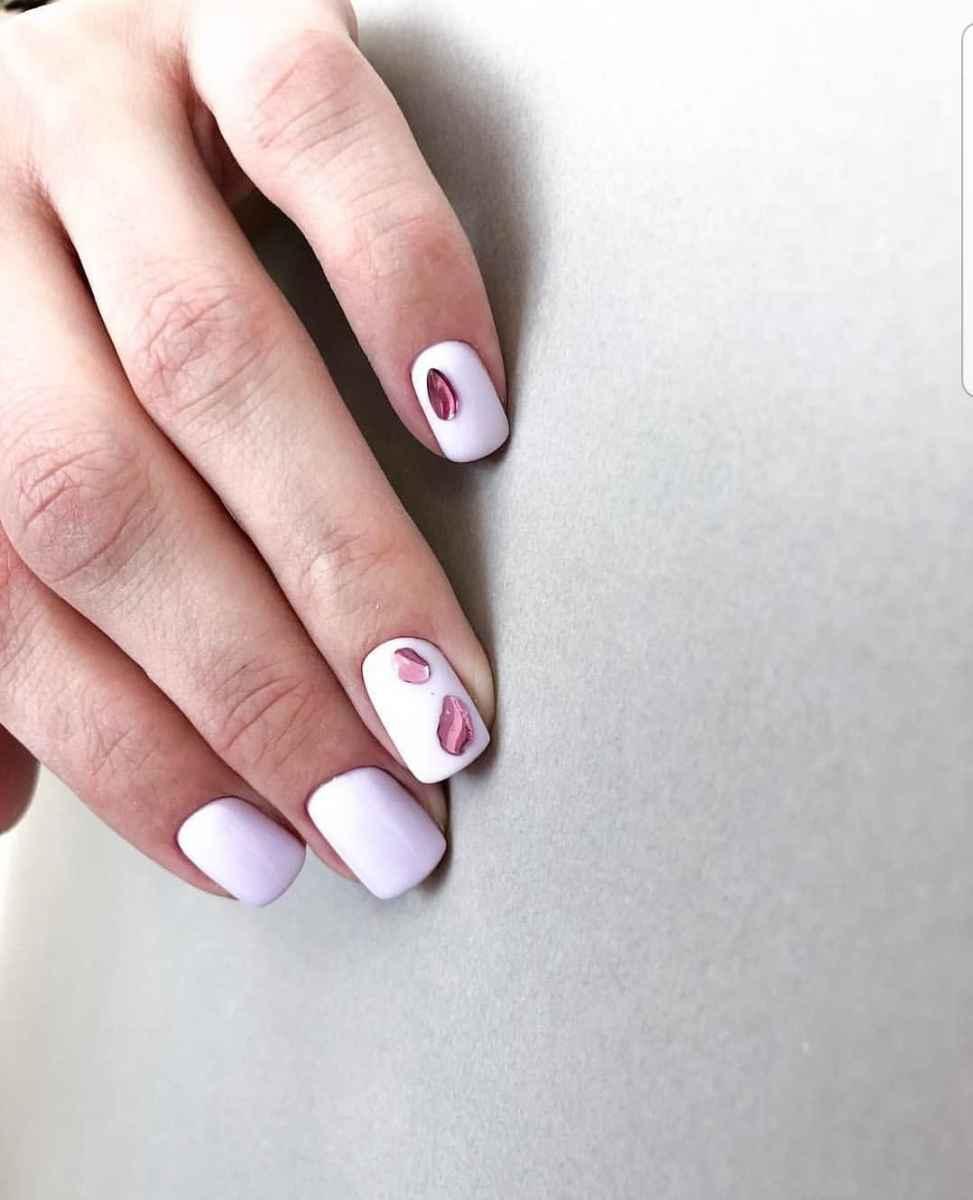 Необычный маникюр на короткие ногти фото_38