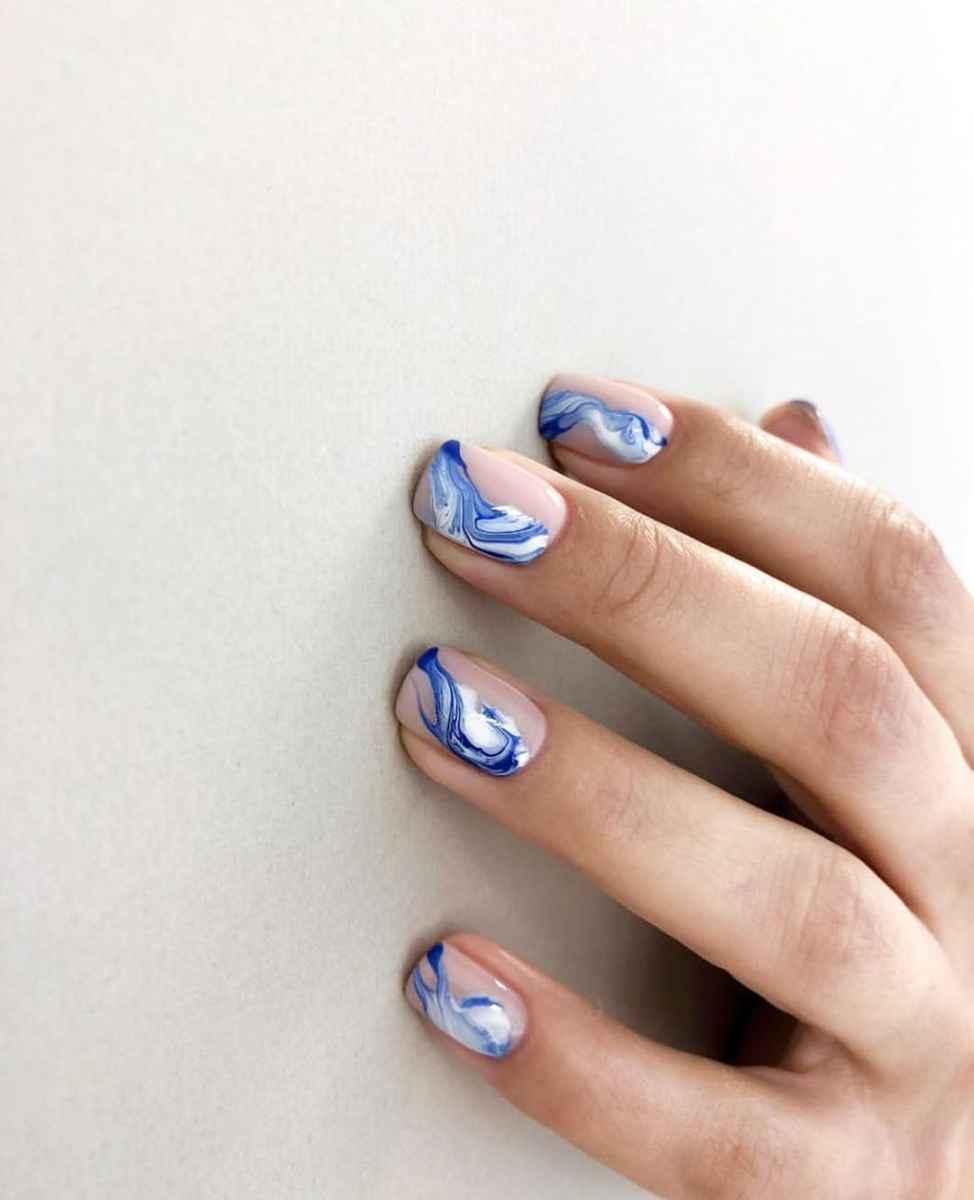 Необычный маникюр на короткие ногти фото_34
