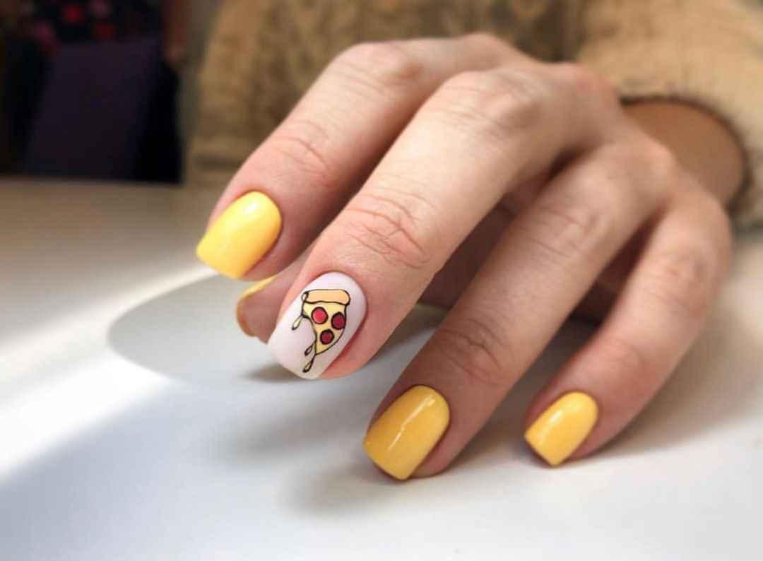 Необычный маникюр на короткие ногти фото_33