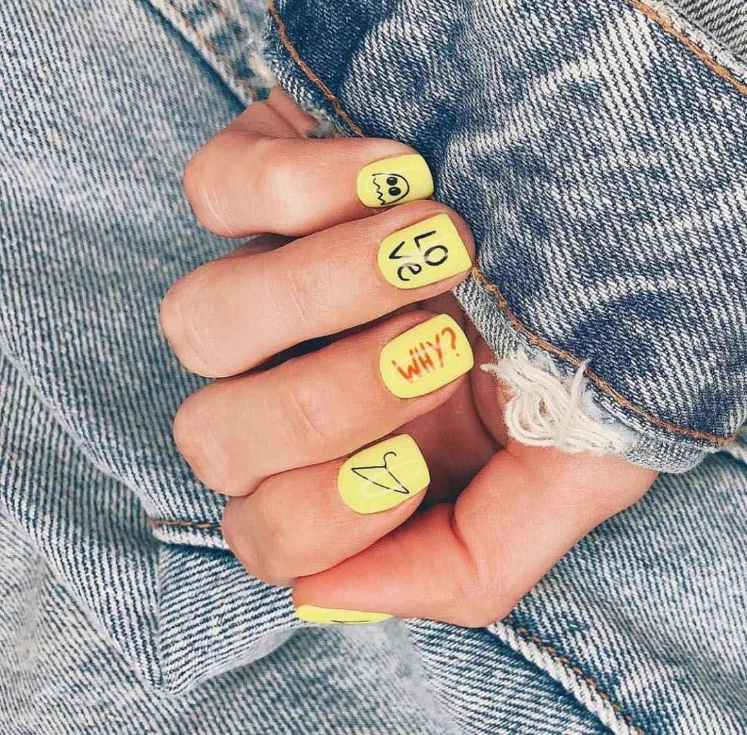 Необычный маникюр на короткие ногти фото_32