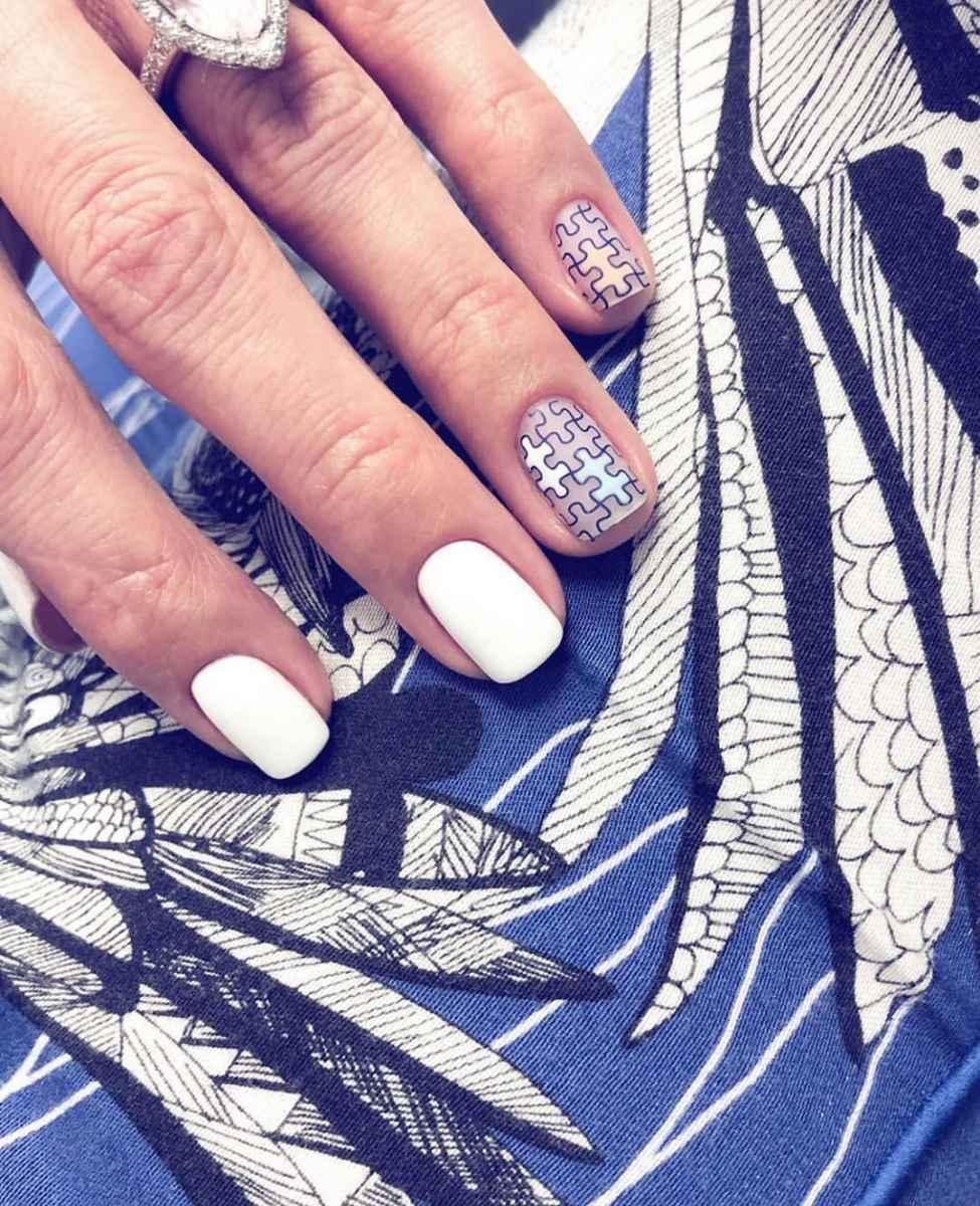Необычный маникюр на короткие ногти фото_31