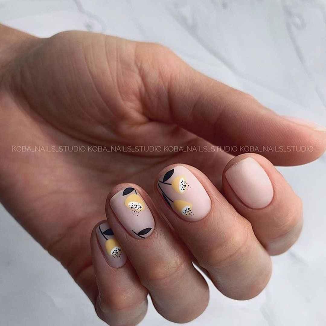 Необычный маникюр на короткие ногти фото_26