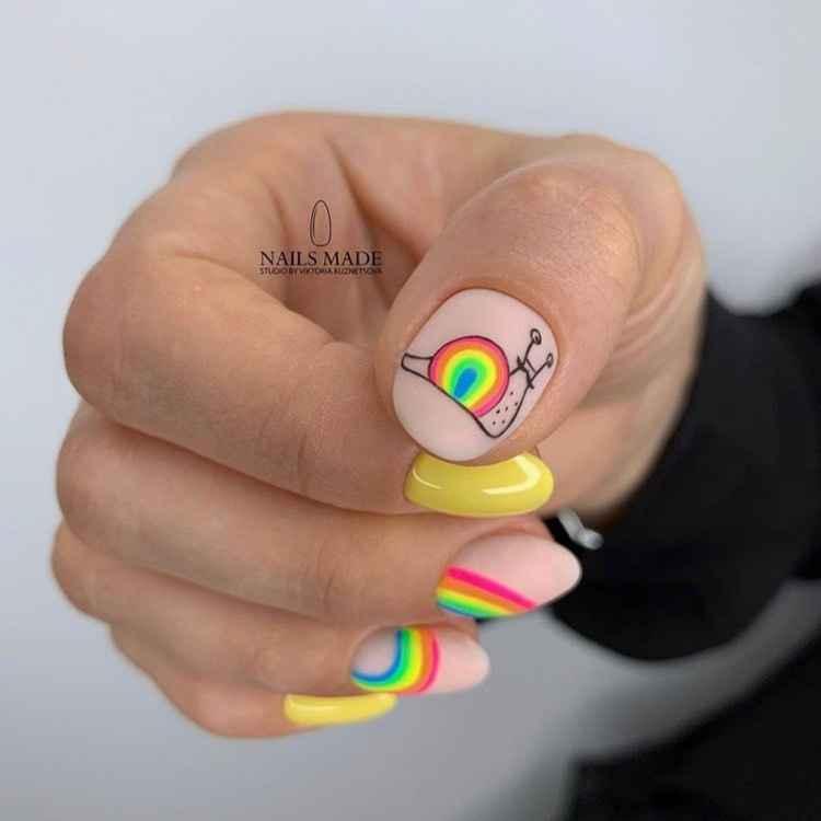 Необычный маникюр на короткие ногти фото_25