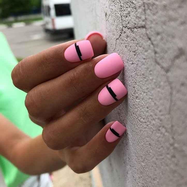 Необычный маникюр на короткие ногти фото_11