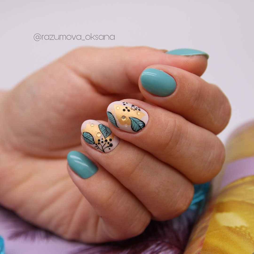 Необычный маникюр на короткие ногти фото_47