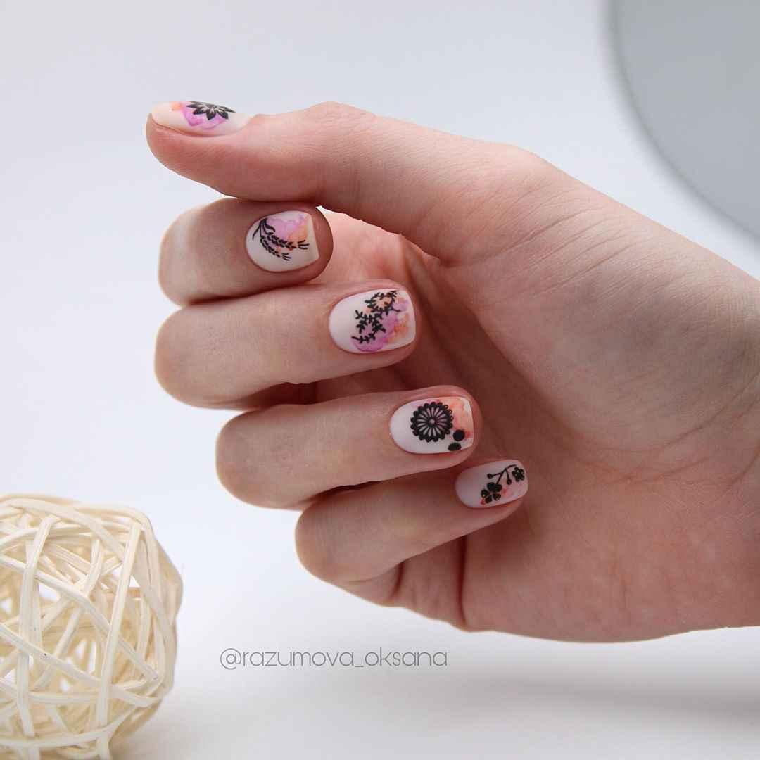 Необычный маникюр на короткие ногти фото_44