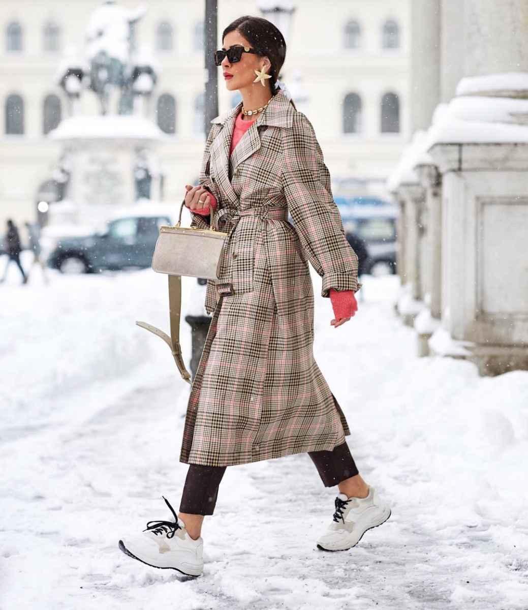 С чем носить серое пальто оверсайз фото идеи_7