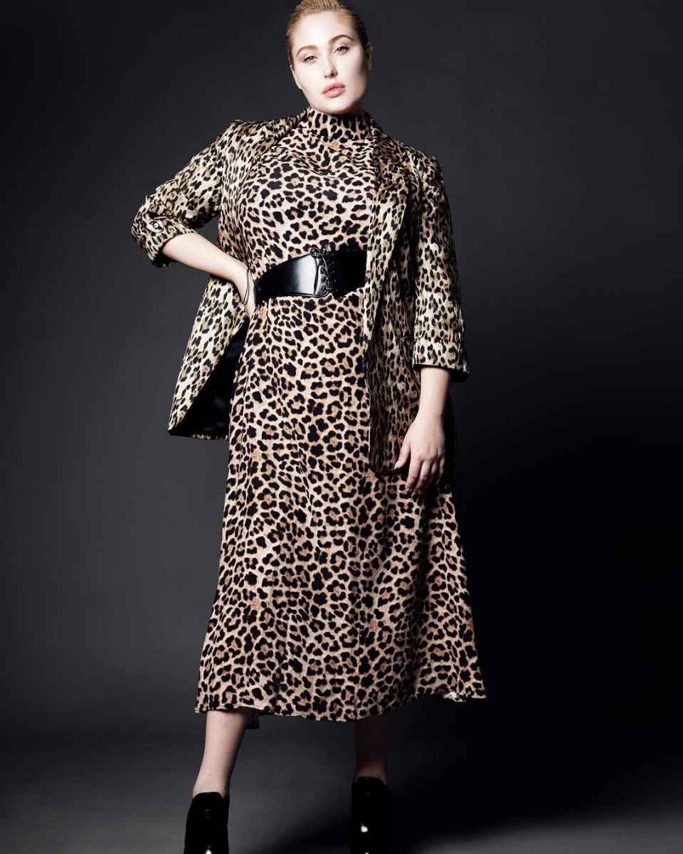 Модная верхняя одежда для полных женщин осень-зима 2019-2020 фото_38