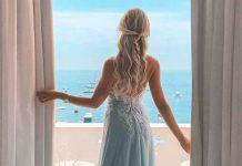 девушка на балконе