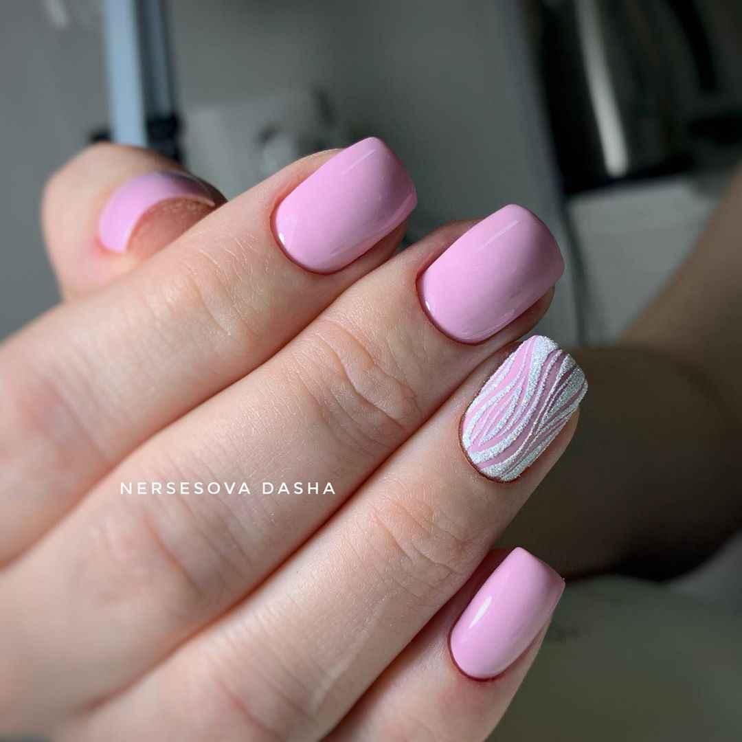 Розовый осенний маникюрдля женщин за 50 фото_4