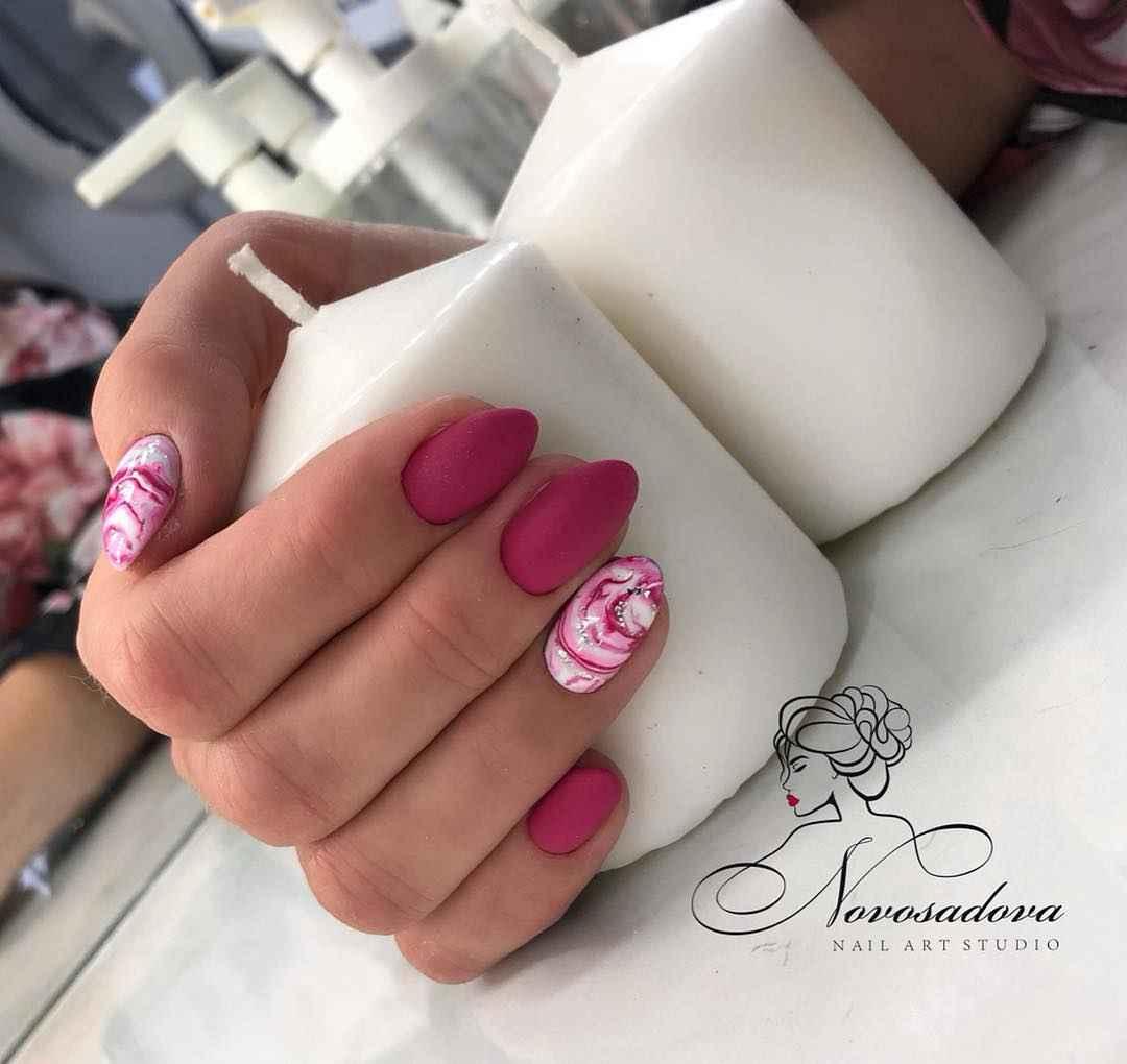 Розовый осенний маникюрдля женщин за 50 фото_1