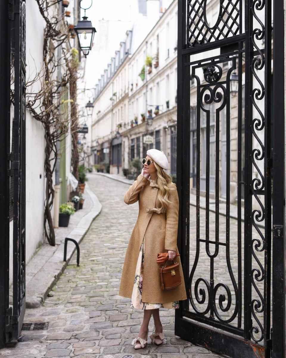 С чем носить коричневое пальто фото идеи_3