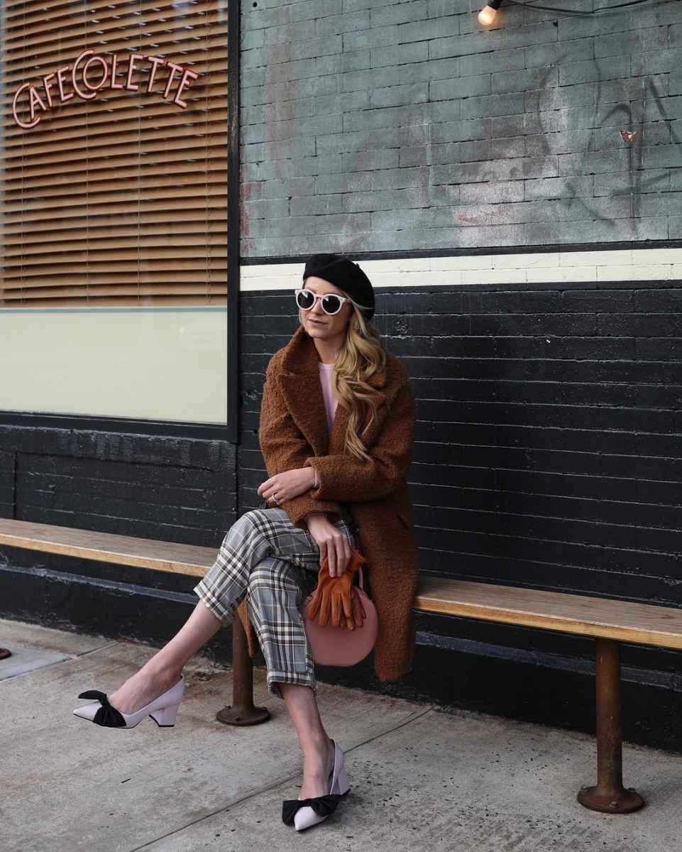 С чем носить коричневое пальто фото идеи_4
