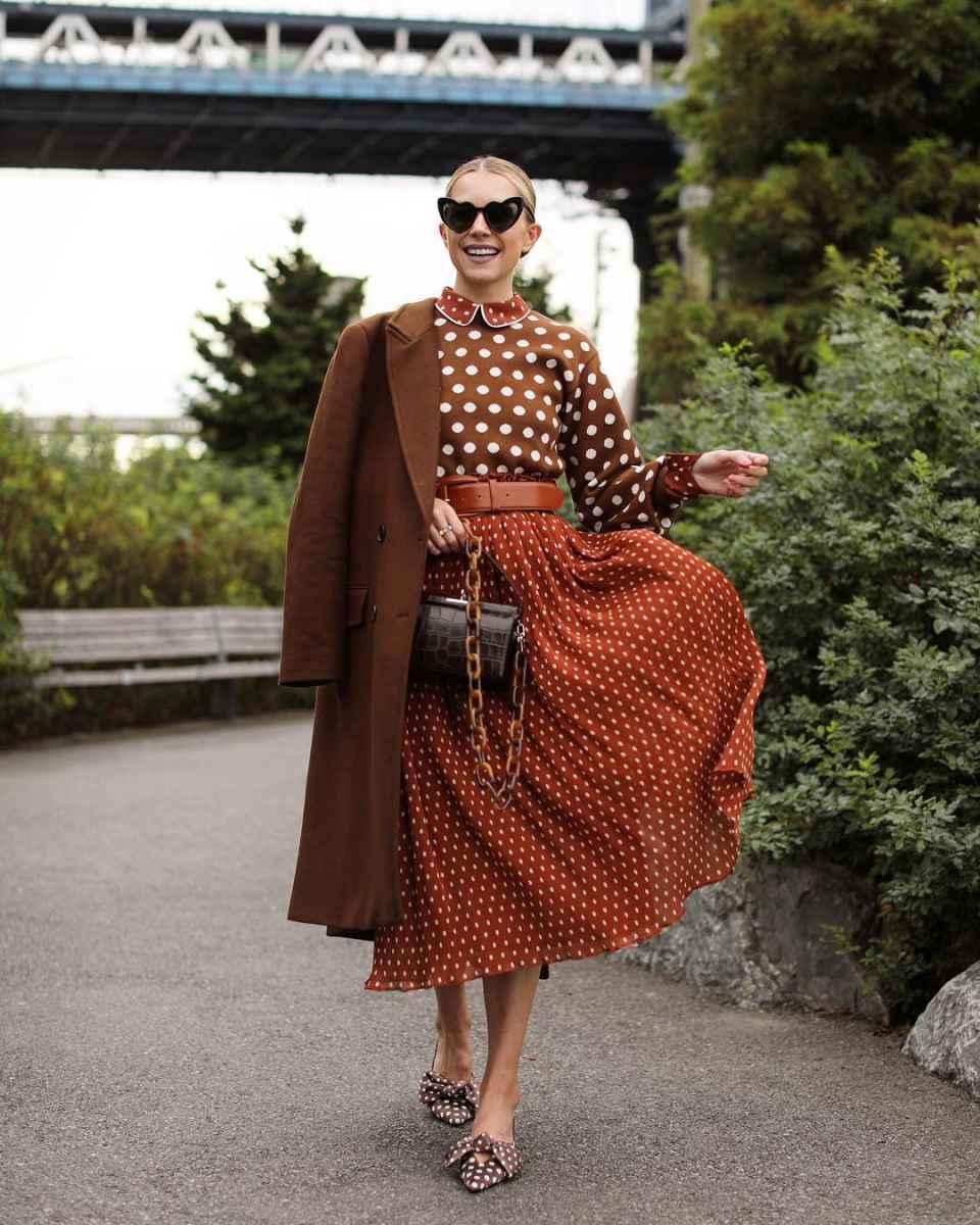 С чем носить коричневое пальто фото идеи_5