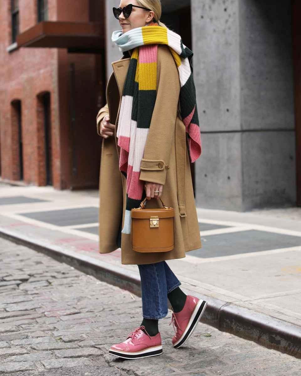 С чем носить коричневое пальто фото идеи_6