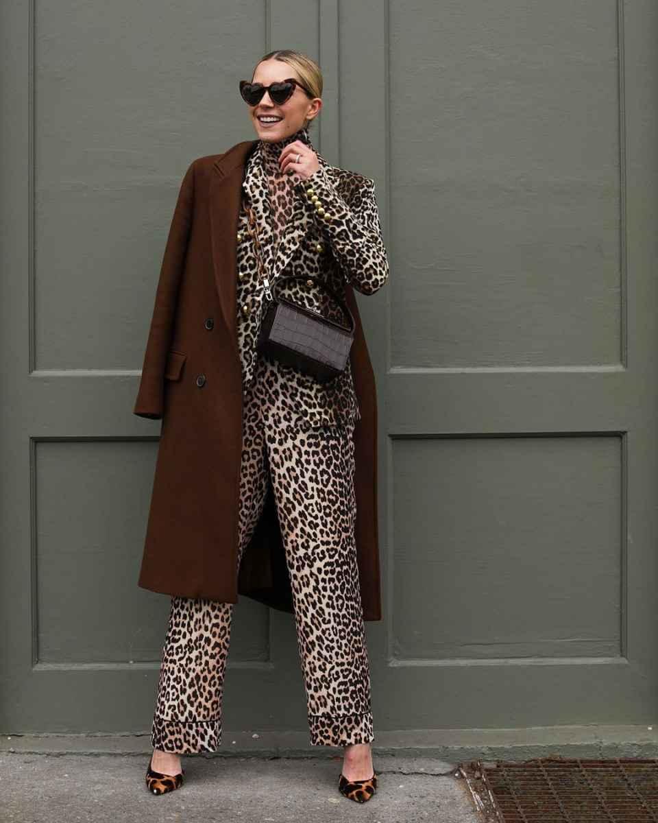 С чем носить коричневое пальто фото идеи_10