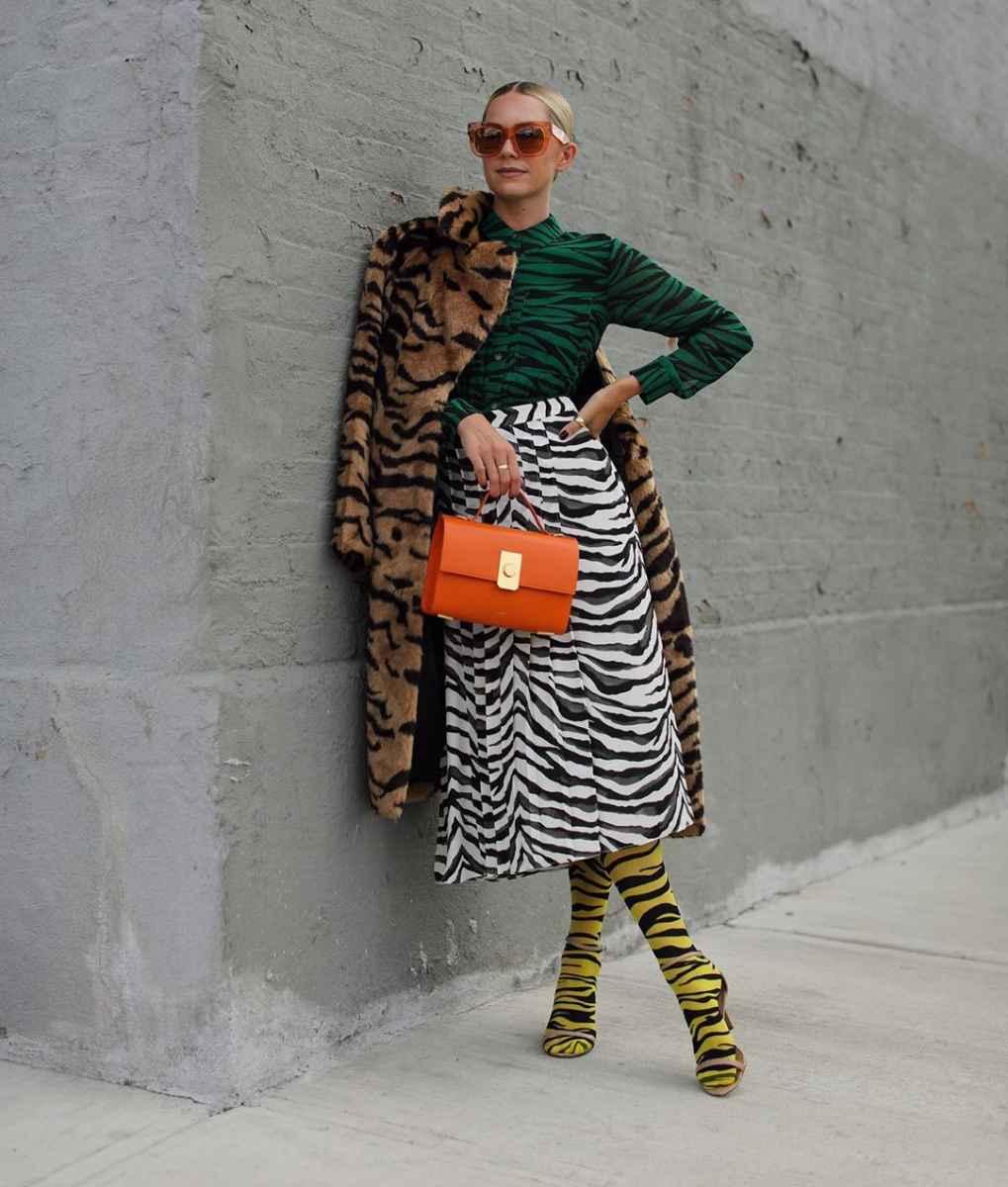 С чем носить коричневое пальто фото идеи_13