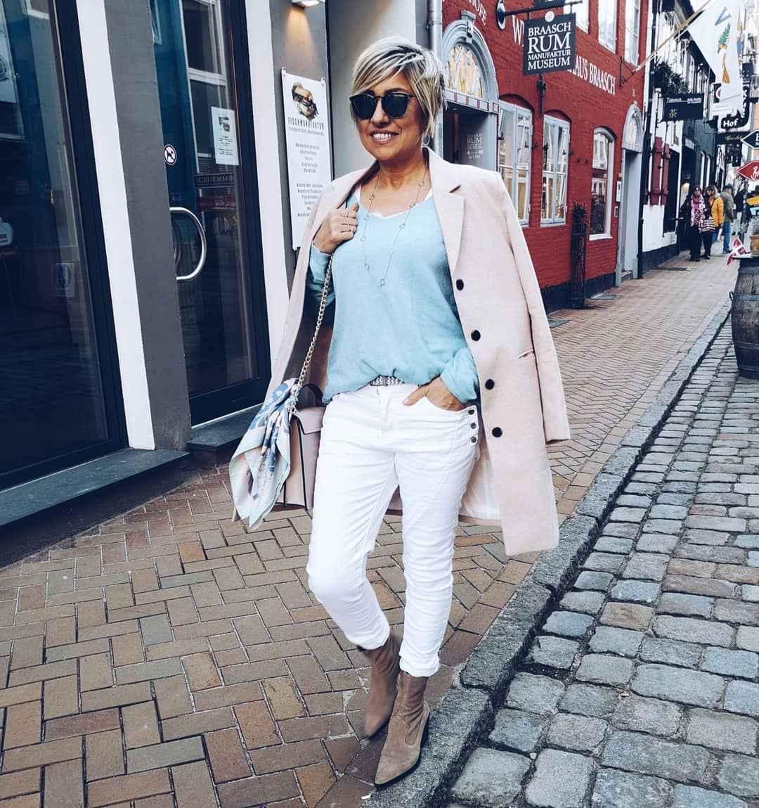 С чем носить джинсы женщинам после 40 фото_16