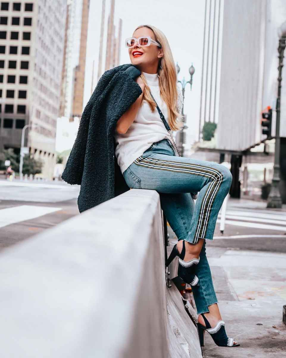 С чем носить джинсы женщинам после 40 фото_38