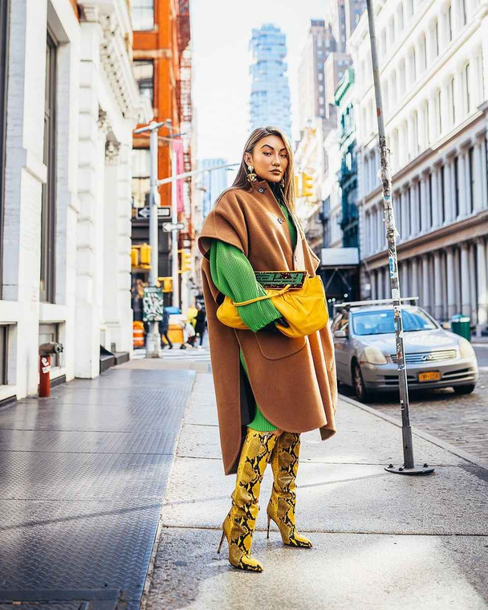 С чем носить коричневое пальто фото идеи_18