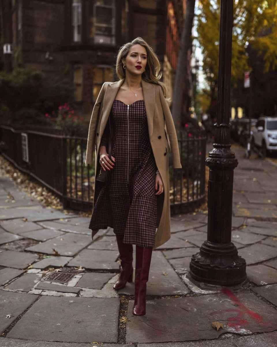С чем носить коричневое пальто фото идеи_31
