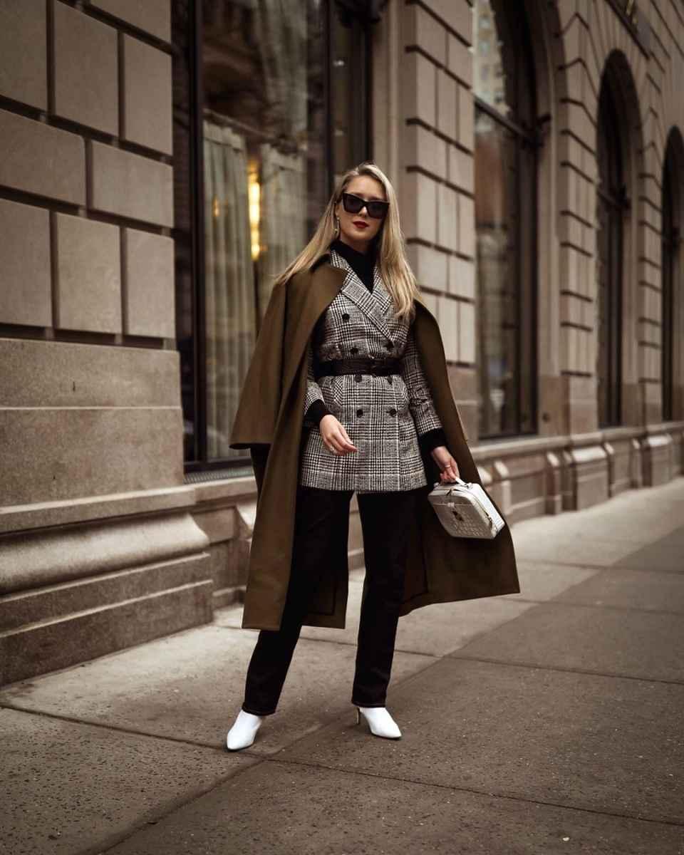 С чем носить коричневое пальто фото идеи_32