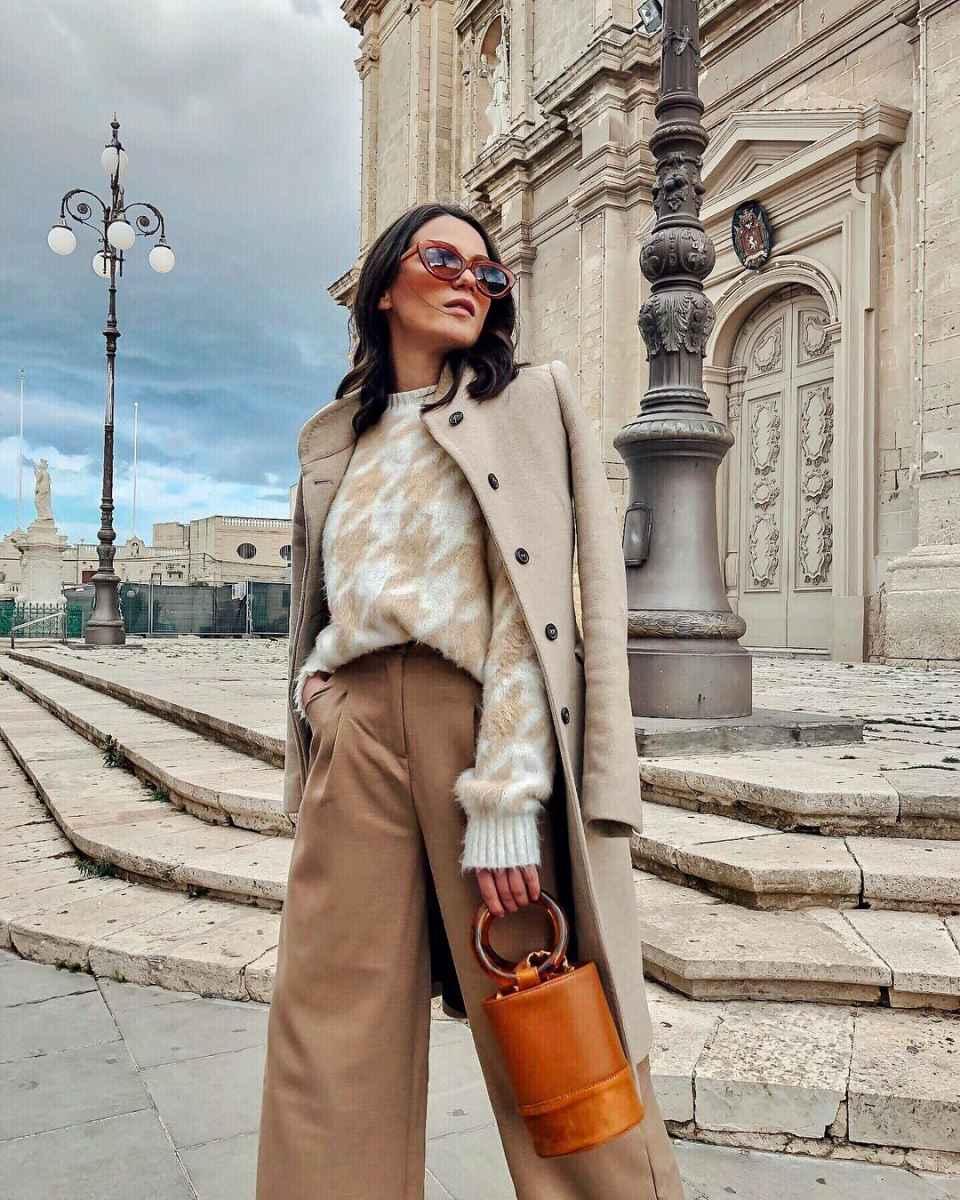 С чем носить коричневое пальто фото идеи_21