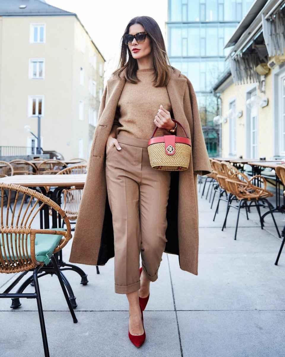 С чем носить коричневое пальто фото идеи_24