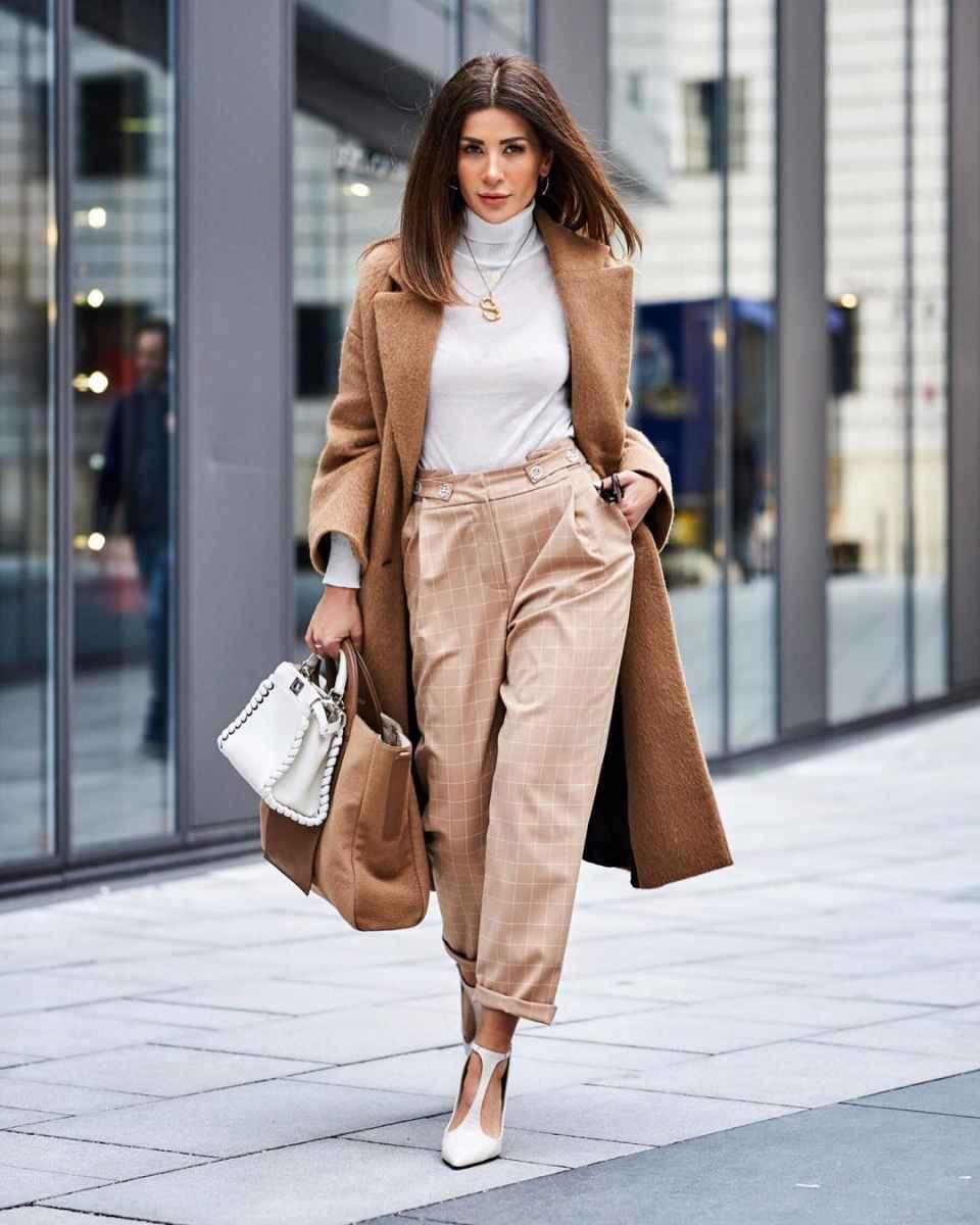 С чем носить коричневое пальто фото идеи_26