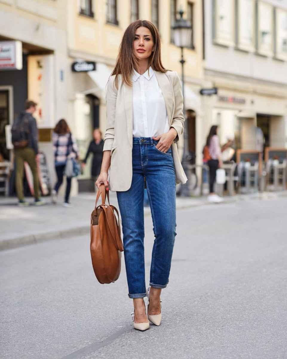 С чем носить джинсы женщинам после 40 фото_24
