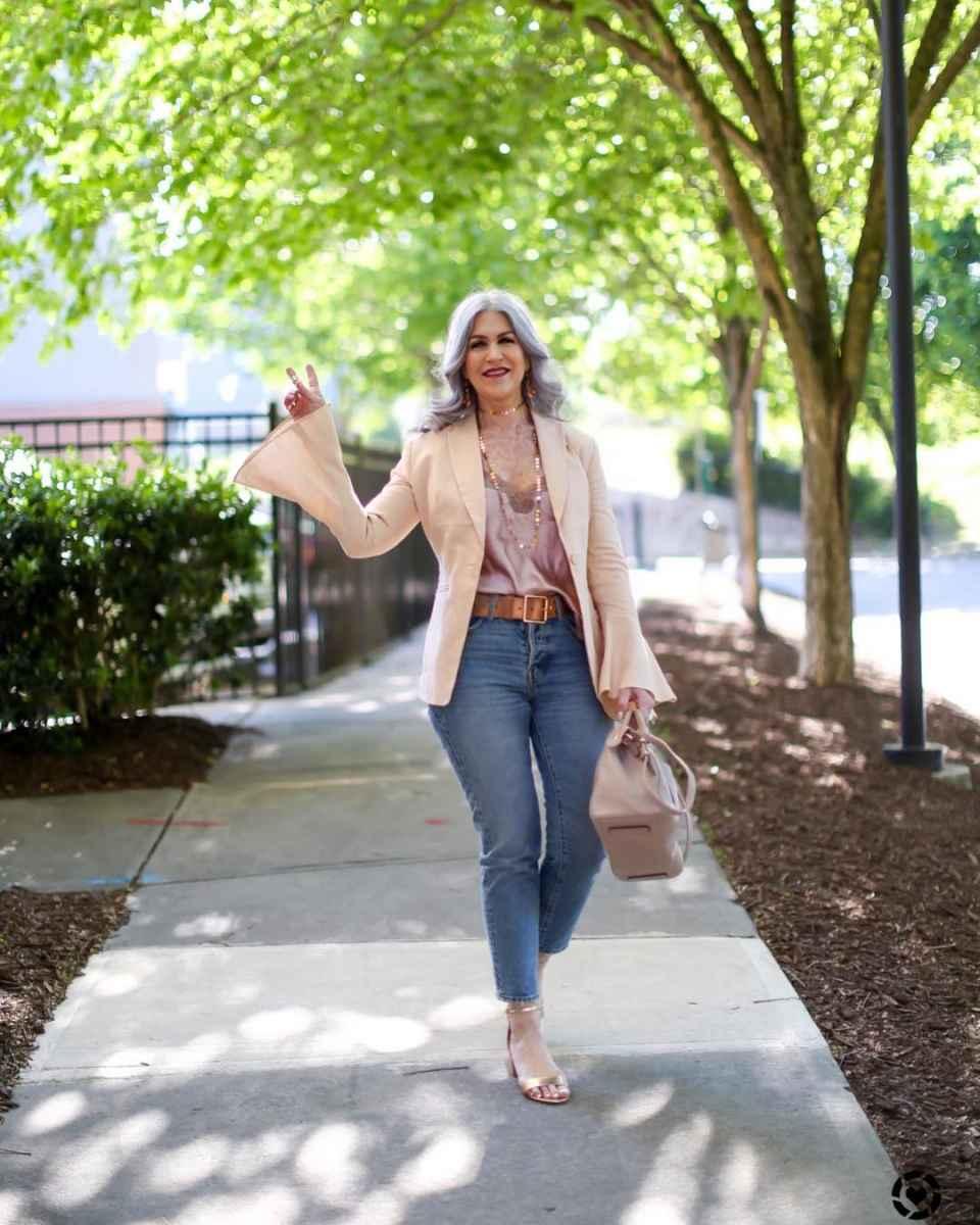 С чем носить джинсы женщинам после 40 фото_8