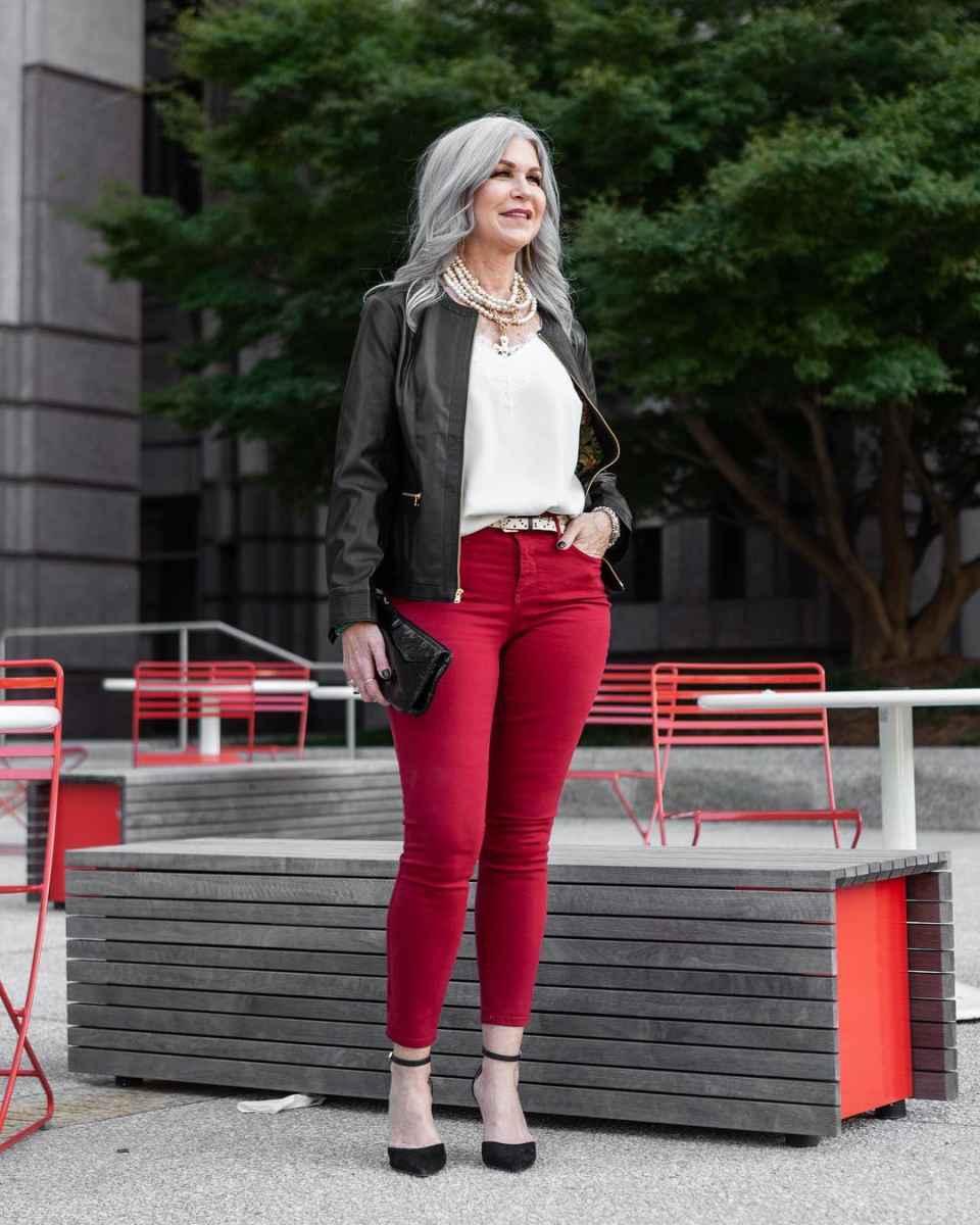С чем носить джинсы женщинам после 40 фото_6