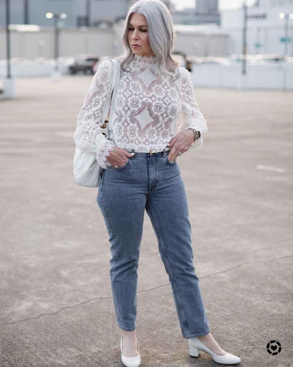 С чем носить джинсы женщинам после 40 фото_1