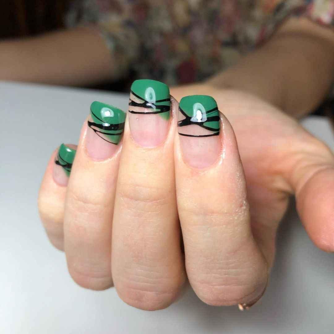 Зеленый френч на ногтях фото_43