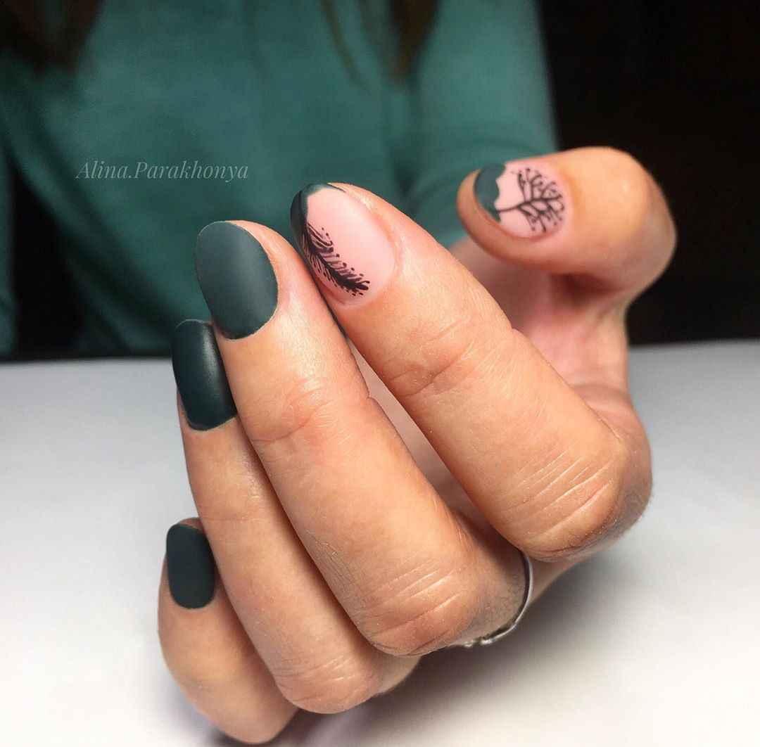 Зеленый френч на ногтях фото_40