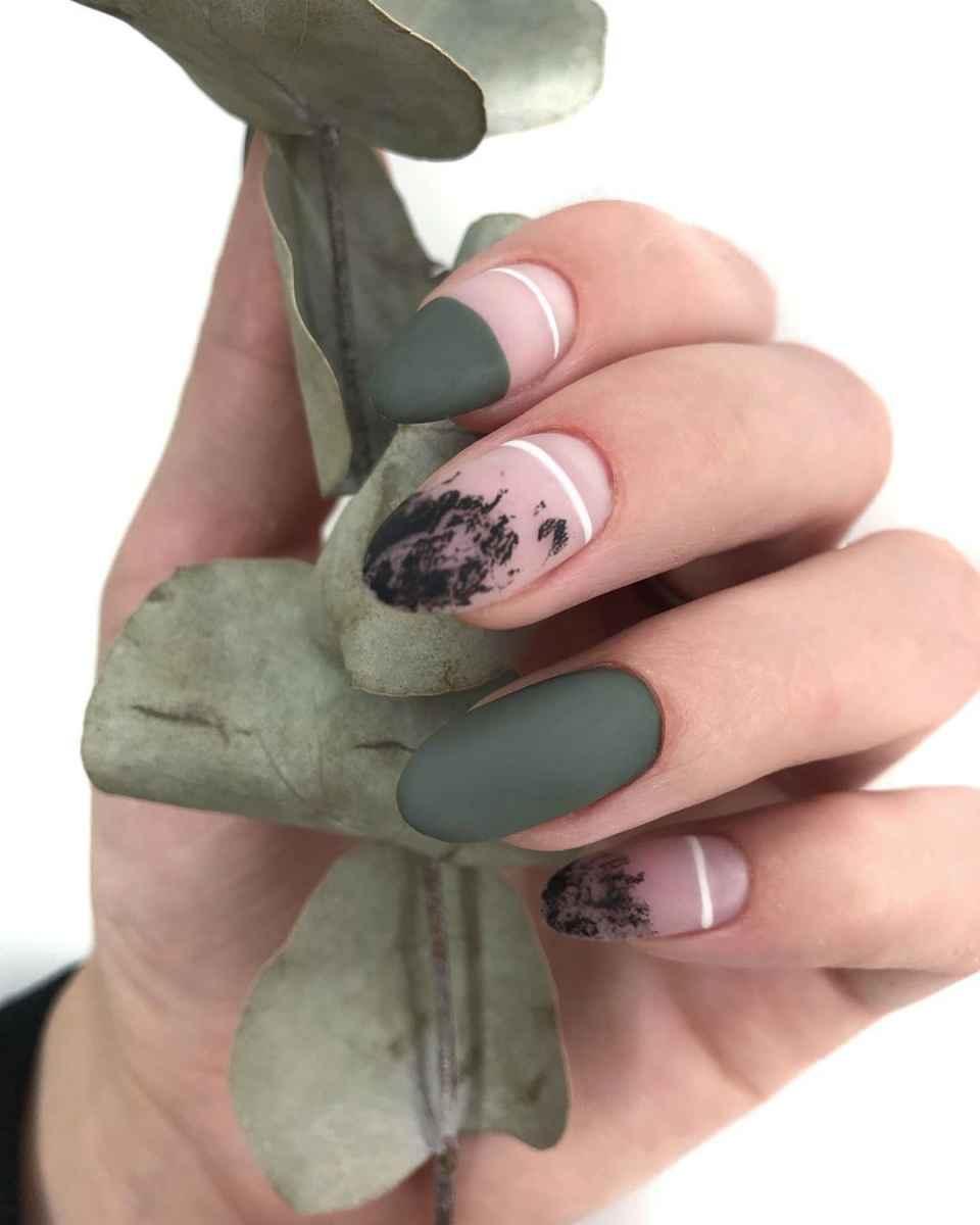 Зеленый френч на ногтях фото_28