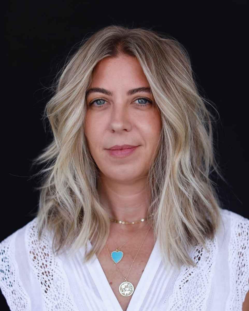 Каскад на средние волосы для женщины 50 лет фото