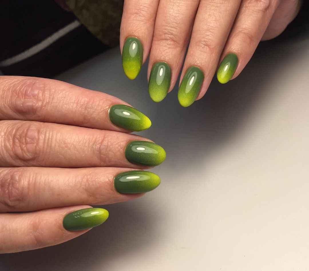 Зеленый френч на ногтях фото_36