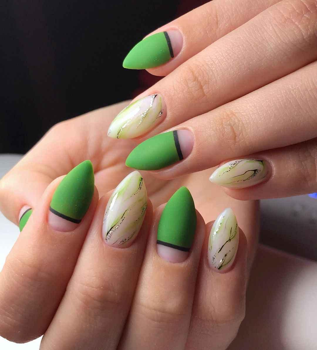 Зеленый френч на ногтях фото_17