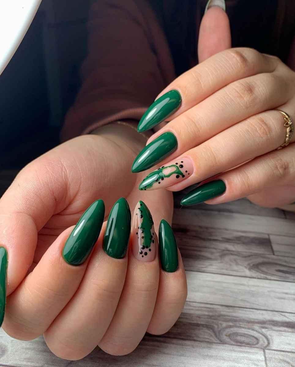Зеленый френч на ногтях фото_8