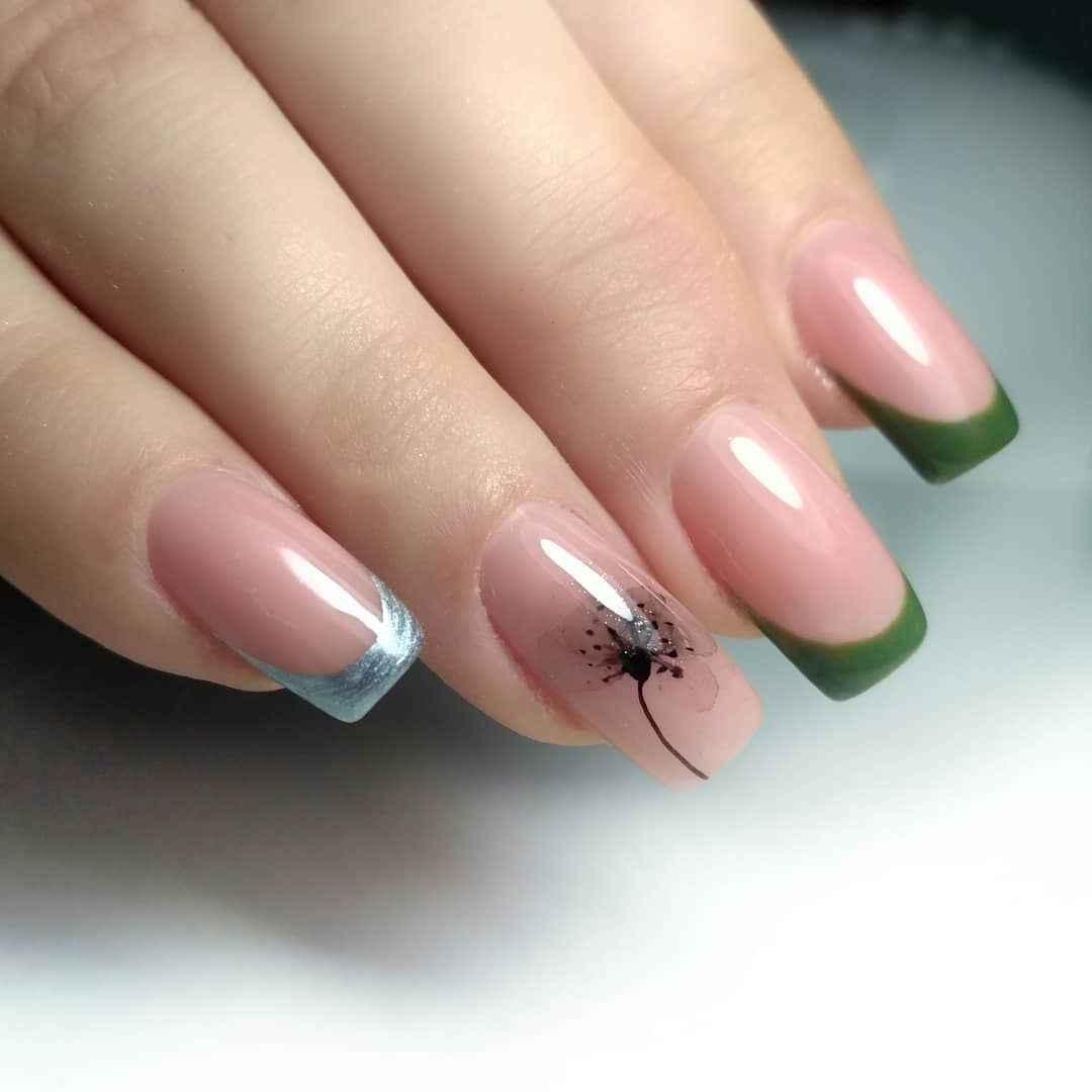Зеленый френч на ногтях фото_31