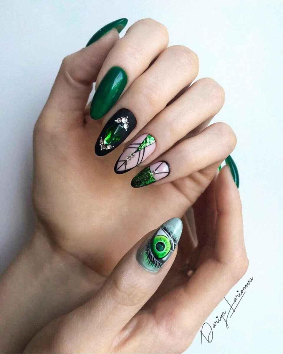 Зеленый френч на ногтях фото_20