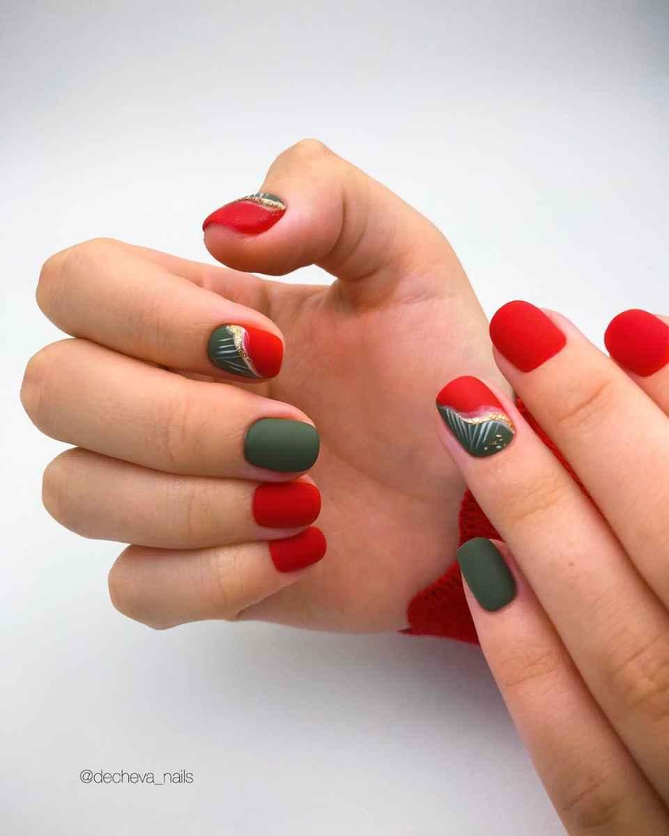 Зеленый френч на ногтях фото_30