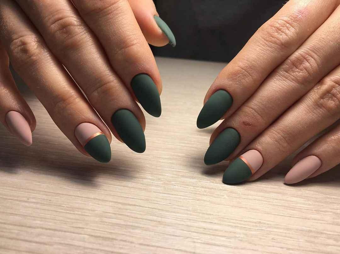 Зеленый френч на ногтях фото_39